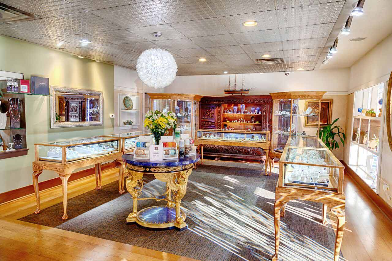 Midwest Jewelers and Estate Buyers store interior